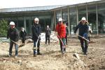 Spatenstich: Die Gemeinde baut im Grünwalder Freizeitpark ein neues Lehr-Schwimmbecken